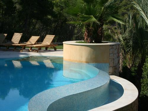 Ofrezco construcci n de piscinas bazar balear - Construccion piscinas mallorca ...